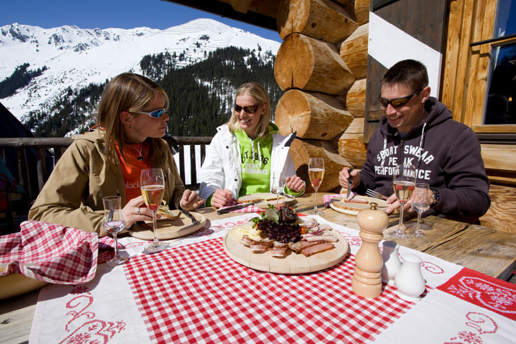 Urlaub Im Zillertal In Tirol Ferienhotel Aussicht In Finkenberg